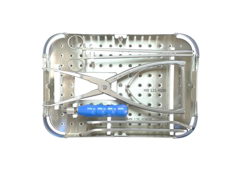 Набор инструментов для установки системы задней стабилизации «ЛОРИКА» в стерилизационном боксе